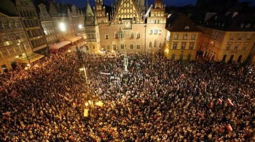 Women in Poland protest against abortion ban: The biggest protest in decades !
